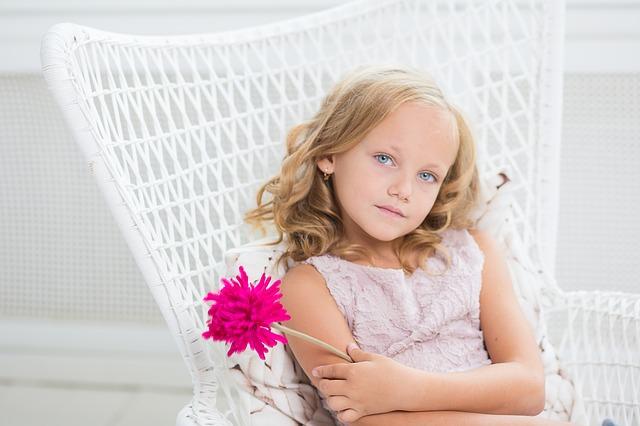 薔薇を持った女の子