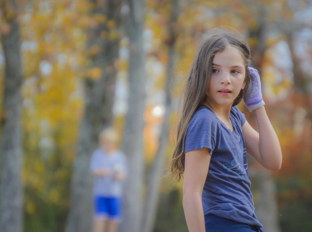 秋の風景と女の子