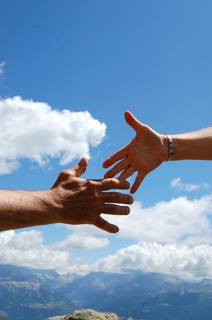 雲の中の握手