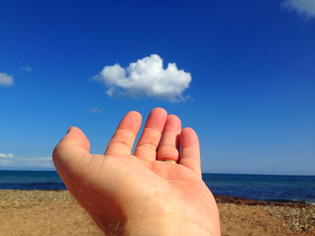 手とビーチ