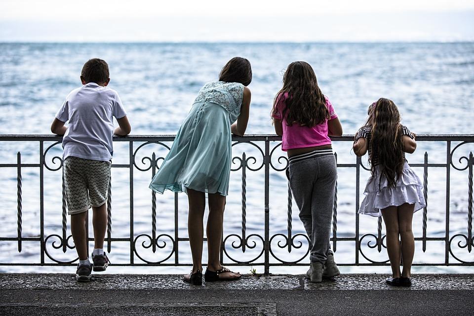 海辺の女の子