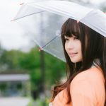 傘をさす美女